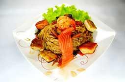 Ваши Суши  Лапша соба (гречневая, 200гр) с морепродуктами.