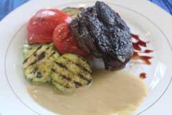 Улыбка  Отбивная из телятины с овощами-гриль (380г)